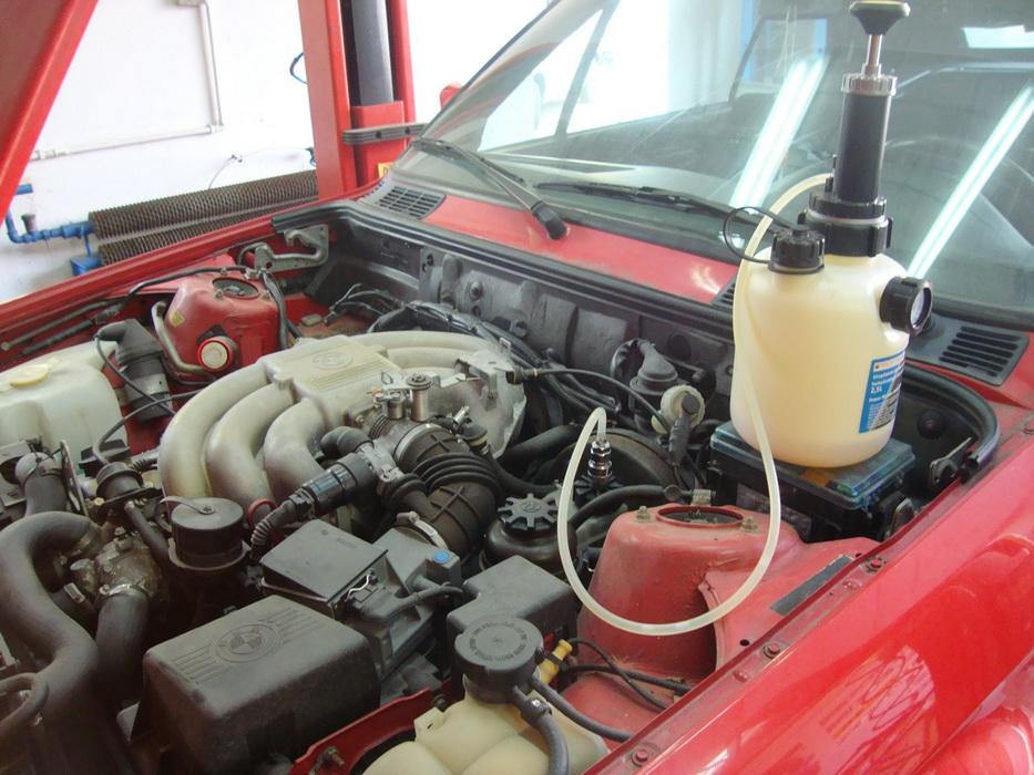 BMW E-30 2.5 - ciśnieniowe odpowietrzenie ukladu hamulcowego