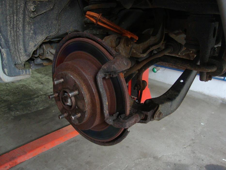 Subaru Legacy - regeneracja zacisku hamulcowego